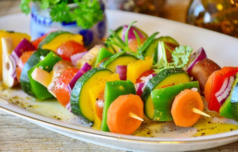 Des brochettes de légumes