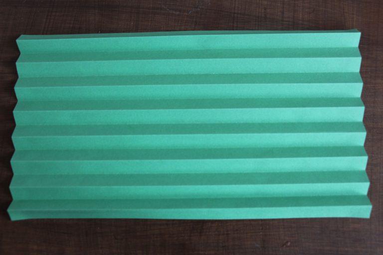 papier de couleur verte plié